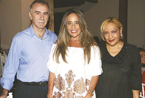 /siempre  con ella. Bolívar Carvalho, Claudia Chávez Y Consuelo Bonacelli, disfrutaron del encuentro