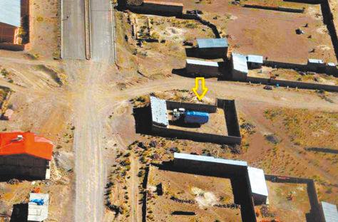 Oruro. Fotografía tomada desde una avioneta en la que se observa un camión con mercancía ilegal.
