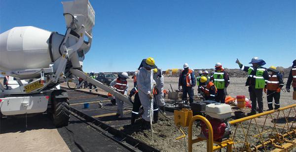 La obra avanza y cubrirá 25 hectáreas del salar. Se concluirá en 28 meses, es decir, en enero de 2018