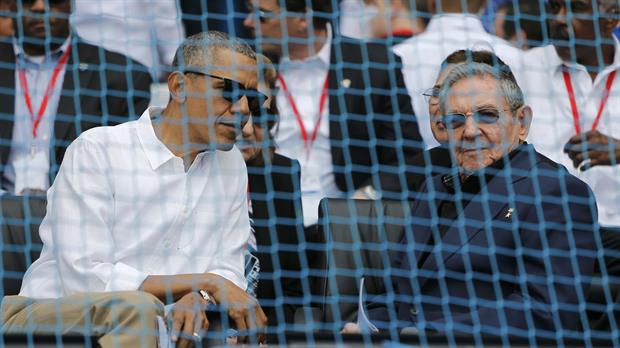 Obama y Castro, en el estadio de béisbol