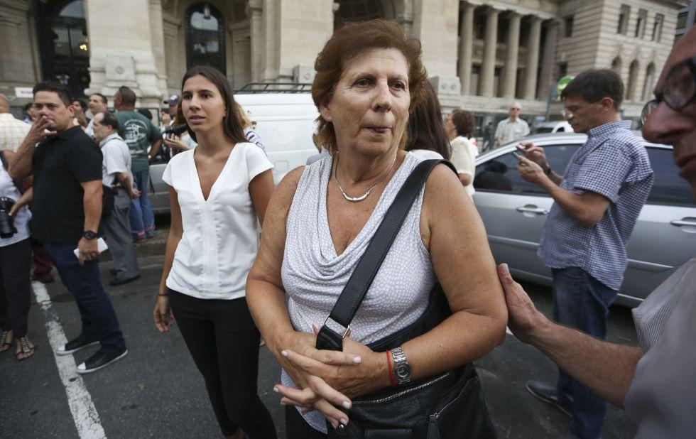 Sara Garfunkel, madre del fiscal Alberto Nisman junto a su hija, Iara Nisman.