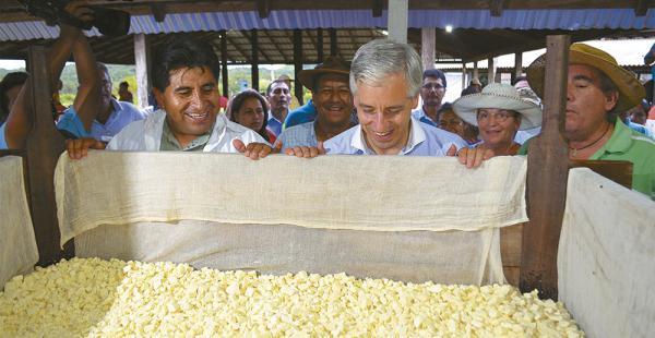 El vicepresidente presenció la elaboración del queso en San Javier