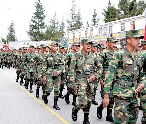 Orden. Soldados del Regimiento Colorados en un desfile.