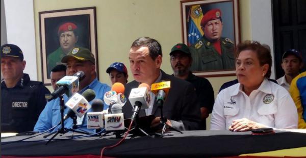 El gobernador de Táchira, el chavista José Vielma Mora, en conferencia de prensa