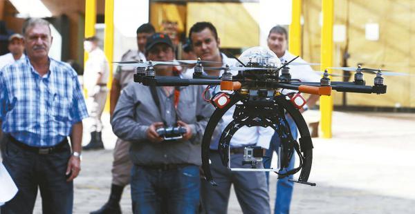 El dron fue presentado en un acto público a fines de 2014, pero la Policía lo observó y no quiso recibirlo