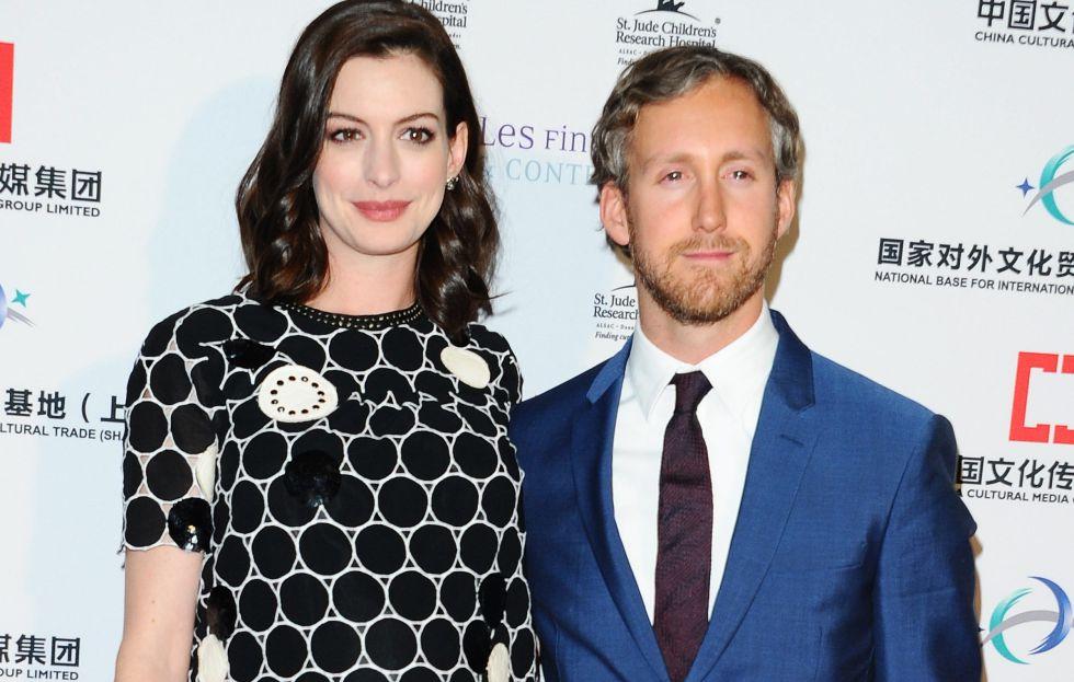 La actriz Anne Hathaway y su esposo Adam Shulman.