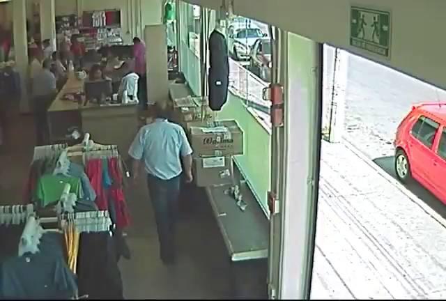 Un hombre asesina a otro a sangre fría en una tienda en México