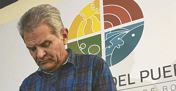 Rolando Villena termina su mandato como defensor en mayo; advierte que el MAS direcciona la elección