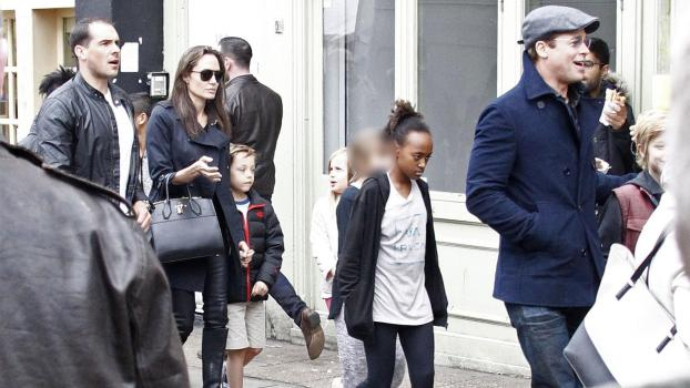 Photo © 2016 Fame Flynet UK/The Grosby Group EXCLUSIVE London, March 19, 2016. JUST RELEASED. Brad Pitt and Angelina Jolie spotted heading out from the Electric Cinema and Portobello Road Market in Notting Hill as they get back to living a normal life with their family in London, England.
