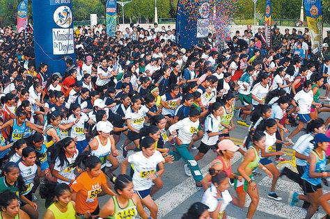 Partida. El inicio de la competencia atlética desarrollada ayer en Tarija.