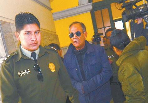 Audiencia. El vocal del TDJ de La Paz Fernando Ganam es llevado a celdas judiciales el jueves 31.