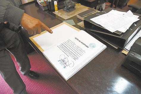 Acta. El libro notariado que registra las postulaciones aún está vacío.