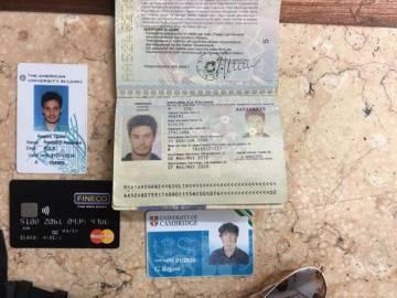 El pasaporte de Regeni, su carné universitario y otros documentos, en una imagen difundida por Egipto.
