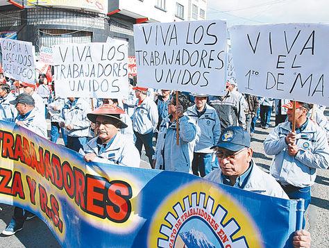 Celebración. Trabajadores en la marcha del 1 de mayo, en 2015.