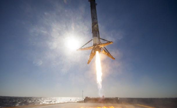 La increíble galería de fotos del Falcon 9 de SpaceX durante su último aterrizaje