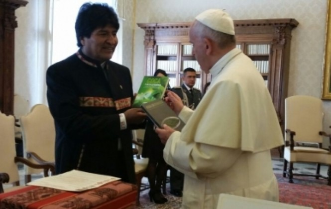 """Diario Clarín de Buenos Aires califica de """"disparatado"""" el encuentro que Morales tuvo con el Papa"""