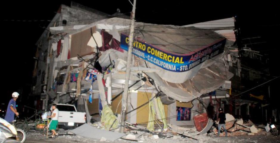 La cifra de fallecidos ascendió a 235, en tanto que la de heridos es de 1.557 como consecuencia del terremoto de magnitud 7,8