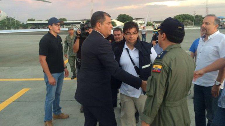 Rafael Correa en su arribo a la ciudad de Manta