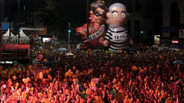 Manifestantes en San Pablo en favor del impeachment de la presidenta Dilma Rousseff. Foto: Reuters / Nacho Doce