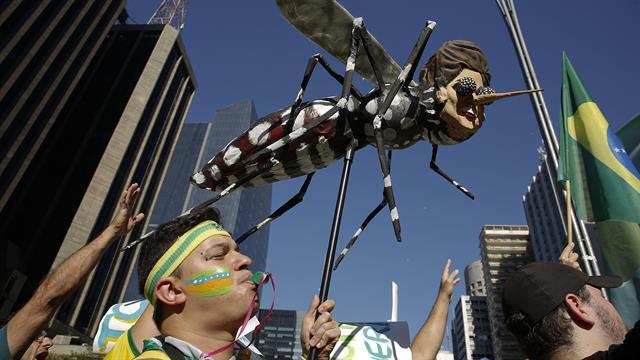 Manifestantes en San Pablo en favor del impeachment de la presidenta Dilma Rousseff. Foto: AP / Andre Penner