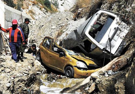 Despeñamiento de dos vehículos en la zona de Bajo Llojeta, de La Paz, en 2014