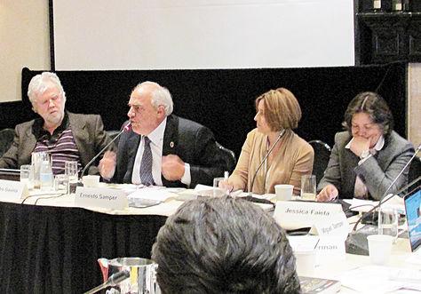 Debate. Ernesto Samper discursa en un taller promovido por la Friedrich Ebert Stiftung, en EEUU.