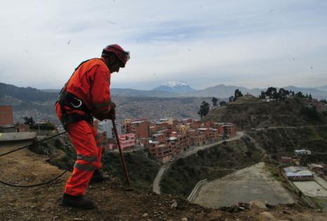 Obreros del municipios fueron desplegados en el sector.