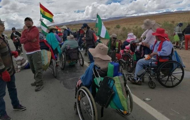 Discapacitados suman adeptos y prevén llegar a El Alto el lunes