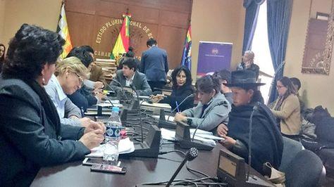 La Comisión Mixta de Constitución habilita a 64 postulantes a Defensor del Pueblo