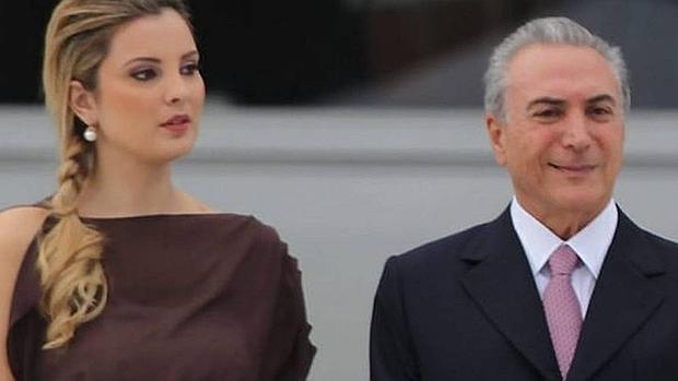 Marcela Temer, al lado de su marido
