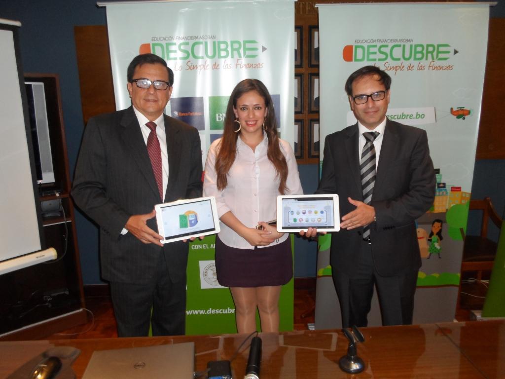 Fernando Gamarra, Gerente Regional de ASOBAN Santa Cruz_ Natalia Duchen, Coordinadora de Medios y Educación Financiera de ASOBAN y Sergio Asbún, Presidente de ASOBAN  Santa Cruz (1)