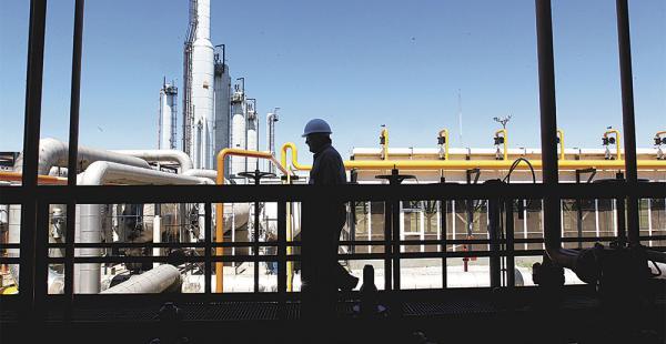 El sector de hidrocarburos es uno de los más afectados por          la falta de reglamentación
