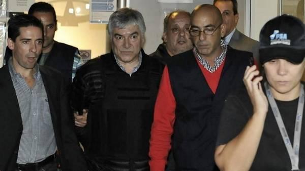 Preso, solo y abandonado. Lázaro Báez, el día en que fue detenido en el aeropuerto de San Fernando. Foto: Maxi Failla