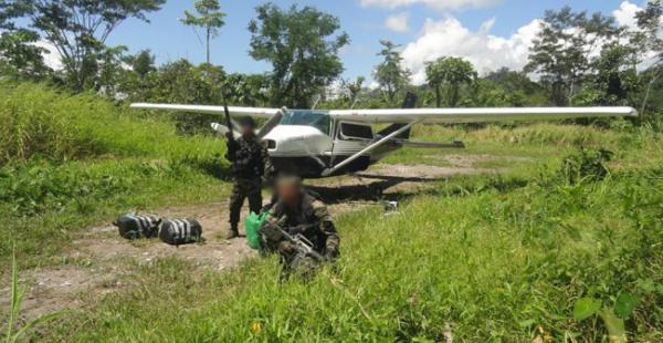 De acuerdo a los informes de la Policía peruana la droga que iba a salir del Perú en la avioneta tenía como destino Bolivia. La imagen hace referencia a otro caso reportado en junio de 2014 en Perú