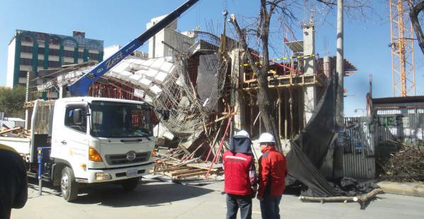 Imágenes del colapso de una de las estructuras de la estación de la Línea Blanca que está en construcción
