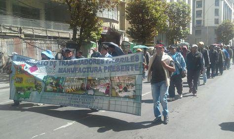 Movilización de los trabajadores de Enatex. Foto: Claudia Villca