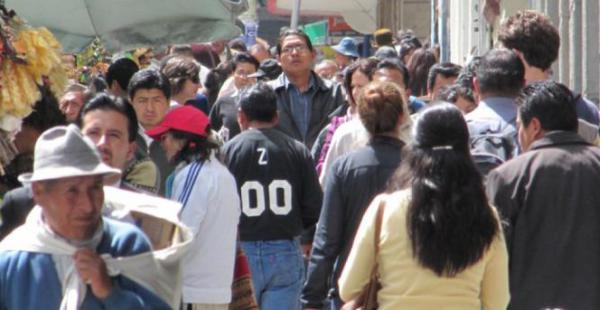 La esperanza de vida en Bolivia no supera el umbral de los 70,7.