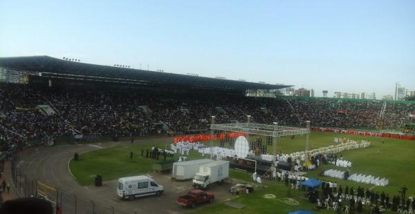 Miles de católicos acudieron al Tahuichi Aguilera para participar de la celebración de Corpus Christi