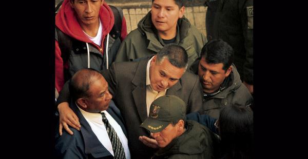 El abogado Eduardo León tiene tres días detenidos. Ayer se suspendió la audiencia