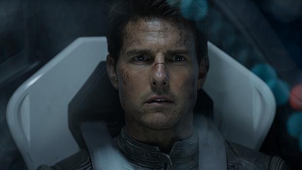 Tom Cruise interpretando a Jack Harper en Oblivion