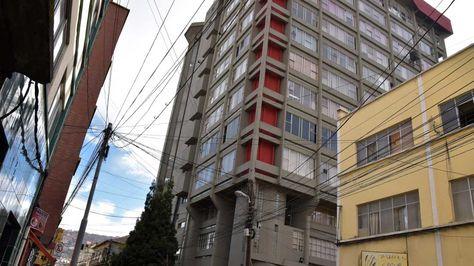 Edificio de la Contraloría del Estado en la calle Indaburo. Foto: José Lavayén