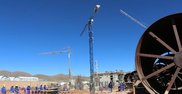 En abril concluyó la etapa de diseño de ingeniería y desde mayo empezó la construcción de obras civiles y el montaje de maquinaria a cargo del consorcio alemán-español Asociación Accidental Polysius-Imasa-Valoriza (AA-PIV