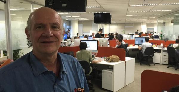 Carlos Valverde en la redacción de la revista Veja en San Pablo, Brasil