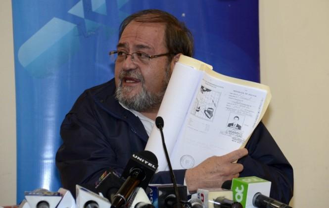 Ministro Aguilar aclara que su cartera no anuló los estudios ni grado académico del abogado León