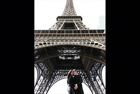 En su visita a París no podían dejar de posar en la Torre Eiffel. Piraí cuenta que su relación se consolidó más
