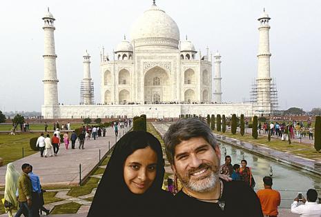 Una postal para toda la vida. La pareja visitó el Taj Mahal, que se encuentra en Agra (India) ella luce el tradicional Hiyab