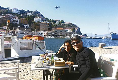 Una merienda al lado del mar Egeo en Hidra Grecia