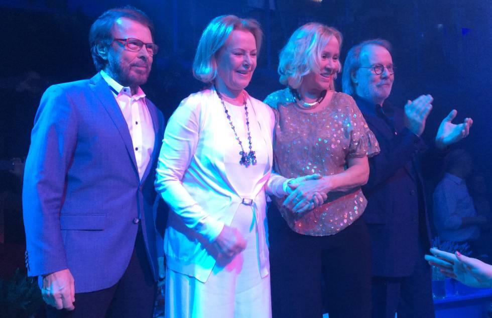 De izquierda a derecha: Björn Ulvaeus, Anni-Frid Lyngstad, Agnetha Faltskog y Benny Andersson, durante su encuentro el pasado enero.