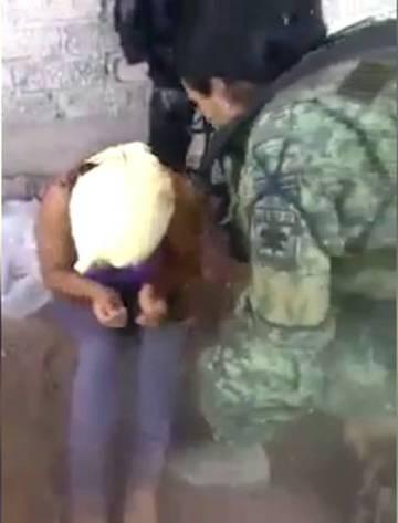 Imagen del video de tortura por parte del Ejército difundido en redes sociales en abril pasado.