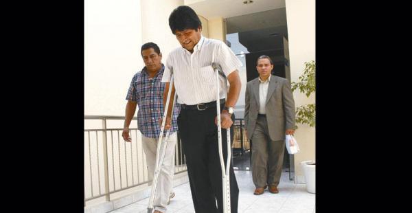 El presidente no podrá asentar la pierna izquierda entre cuatro y seis semanas